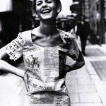 Твигги в платье из газет