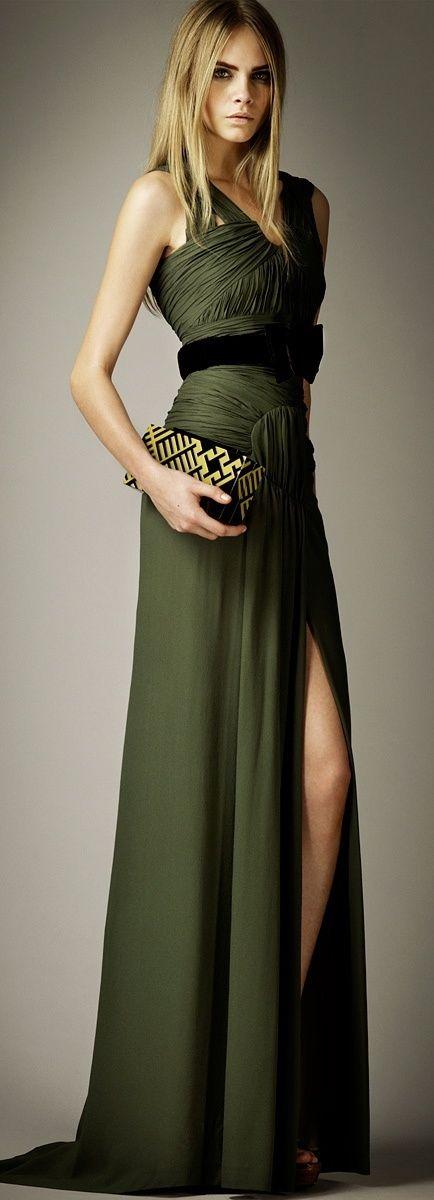 Кара Делевинь а платье