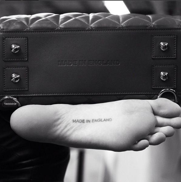 Кара Делевинь татуировка на ноге