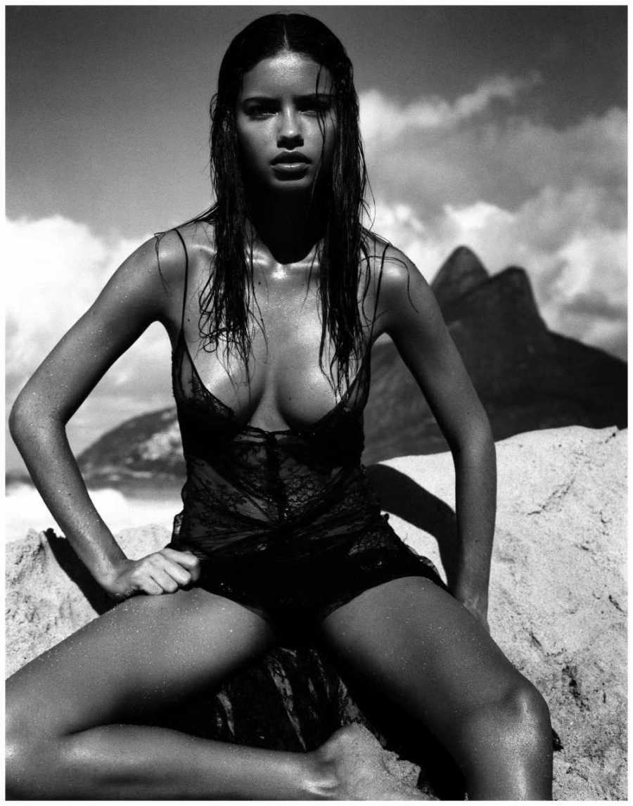 Адриана Лима на календаре Pirelli 2005