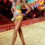 Марина Линчук на показе Victoria's Secret 2010