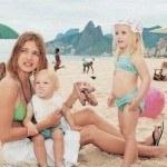 Наталья Водянова с детьми на море