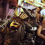 Кайла топ-модель на мотоциклах