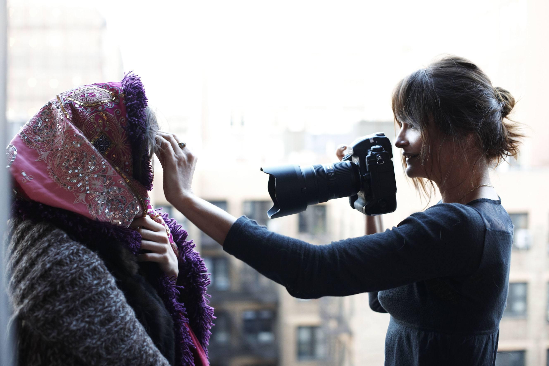 Хелена Кристенсен с фотоаппаратом