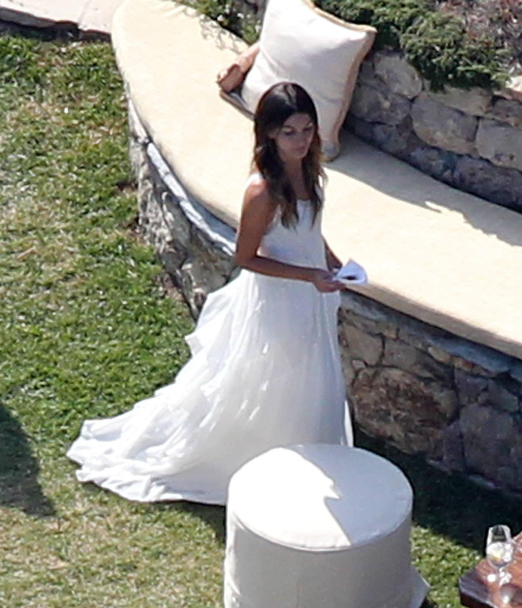 Лили Олдридж свадебное платье