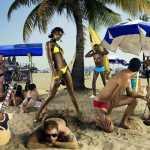 Амина фотосессия на людном пляже 12 сезон