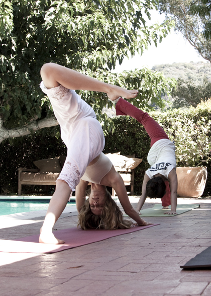 Анджела Линдвалл йога упражнения
