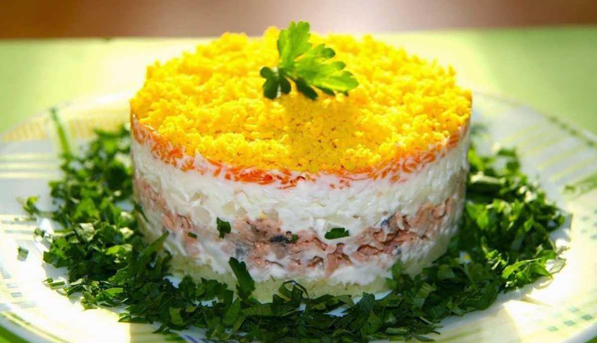 Слоеный салат с печенью трески рецепт с пошаговый рецепт