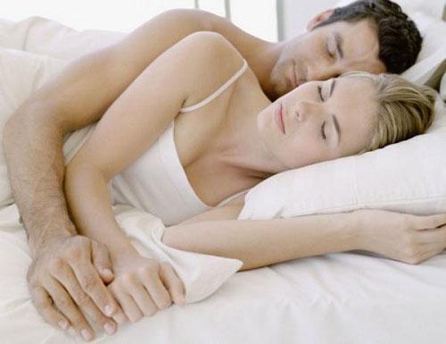 спать с кем-то